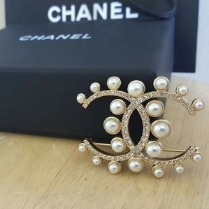 CHANEL Metal Glass Pearl White & Crystal Brooch